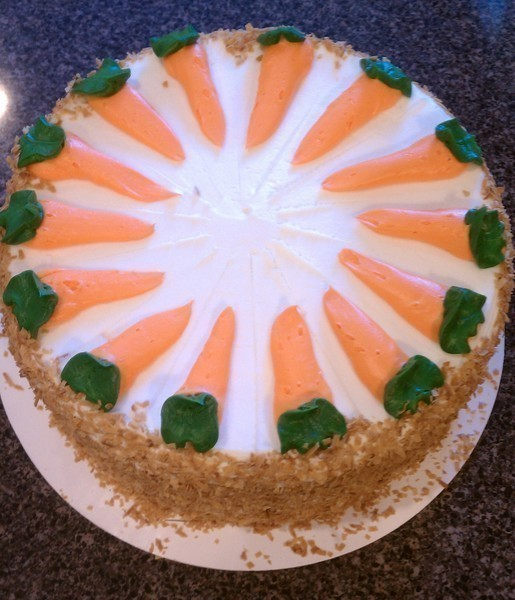 Carrot_cake_with_rich_cream_cheese_topping