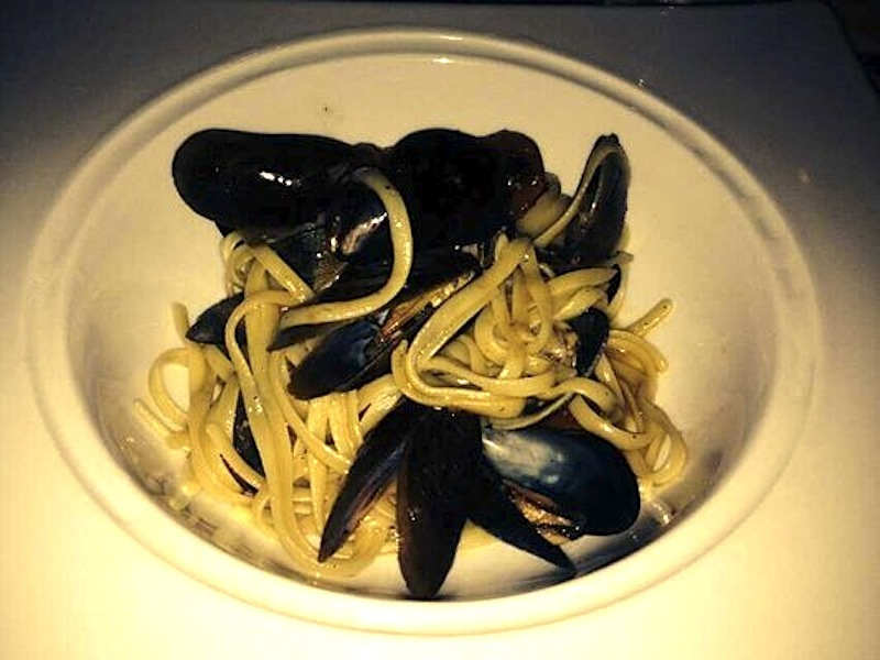 Crossings_-_linguini_with_cockles_and_mussels_-_photo_by_grace_k