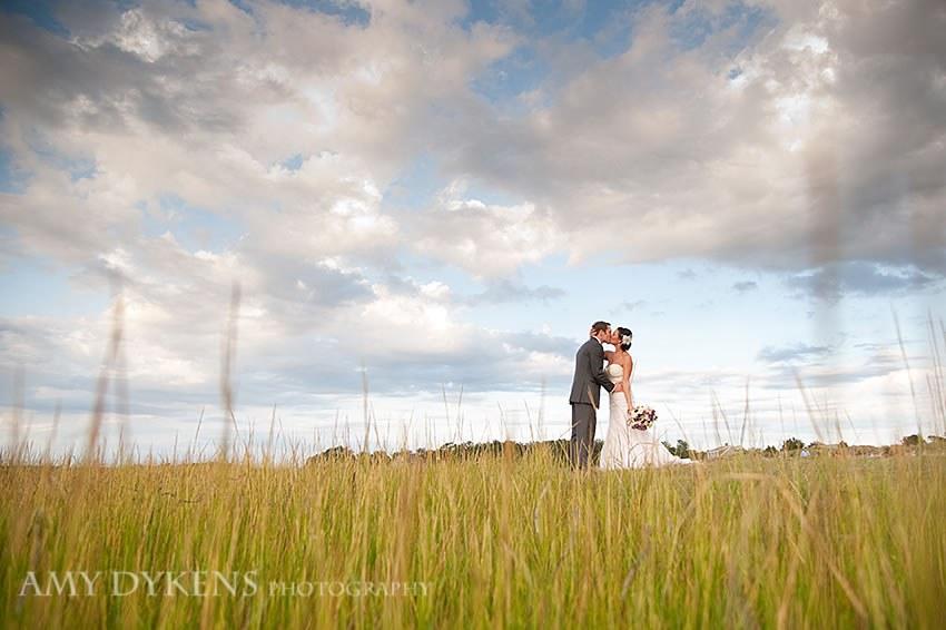 Kiss In Beach Grass