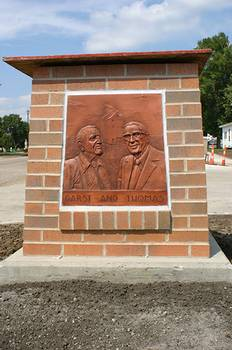 Garst and Thomas recognition plaque