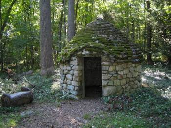 """A """"hobbit house"""" in the woods"""