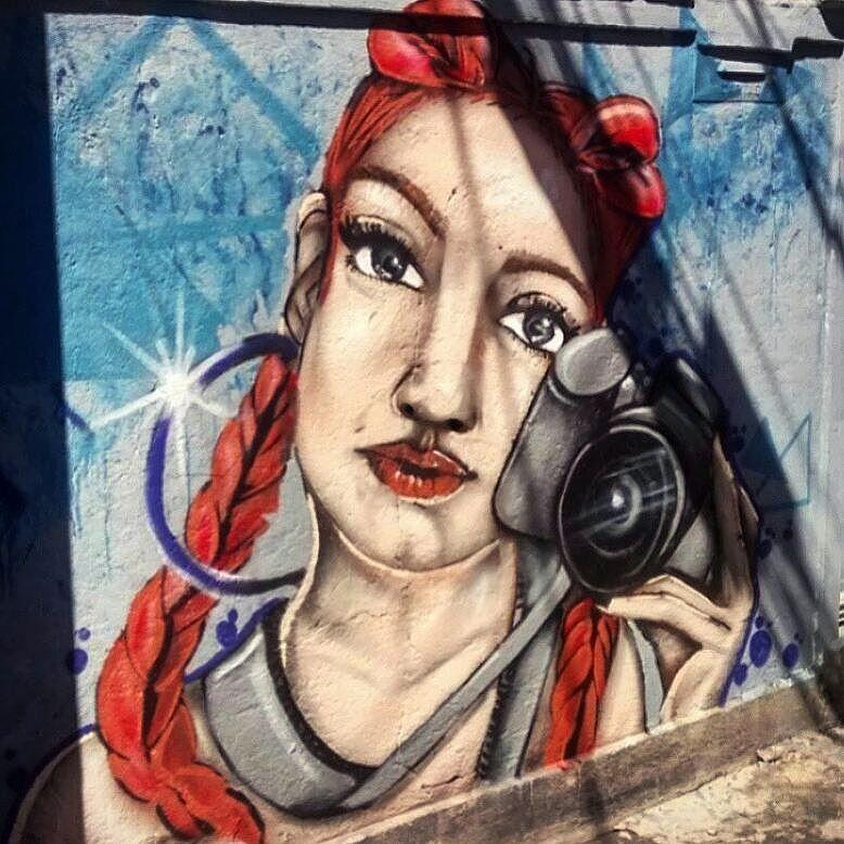 """""""A vida é uma fotografia de si mesmo."""" Parte do painel realizado no mutirão do trabalhador - 5 bocas. (Desculpem a foto) #graffito #graffitiartist #StreetArtRio #artfeminina #colorgin"""