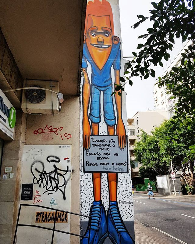 """Education doesn't change the world. Education changes people. People change the world"" -Paulo Freire #eatrio #rio #education #paulofreire #graffiti #quotes #streetart #streetartrio #botafogo #educacao @marceloeco"