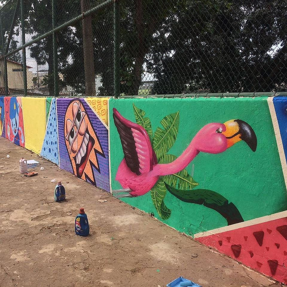 Ilha do Flamingo. #trapacrew #streetartrio #streetartrj #flamingo #flamingos #flamenco #andarai #wip #graffiti #grafite #graff #graffitiporn #street #colorful #wall #city #urban #spraydaily #граффити #spraycanart #sprayart #graffity #adorofarm #streetart #rafagraffiti #rafa