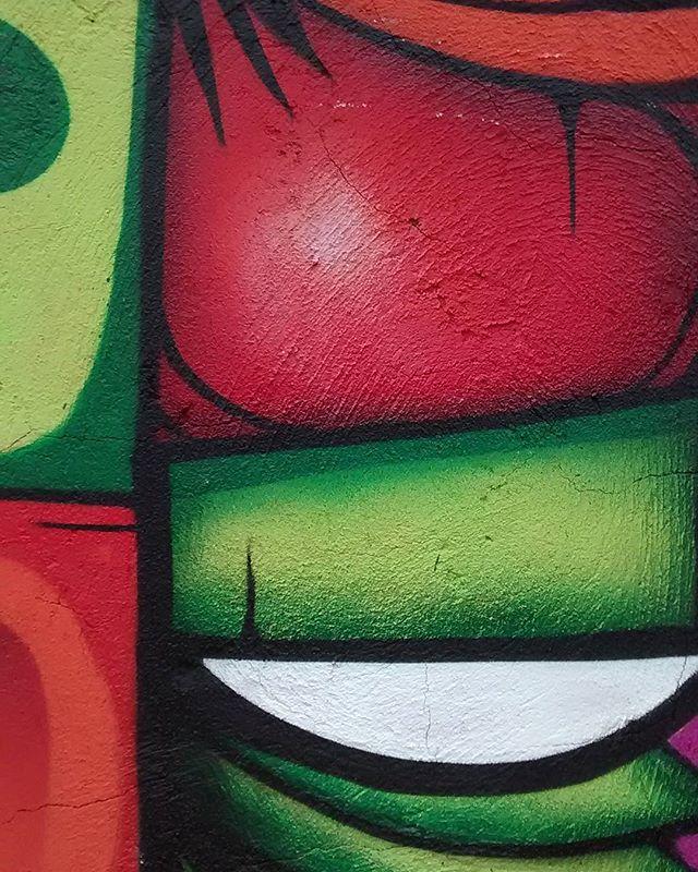 Totem  #instasize #instagood #instalike #likeforlike #graffiti #graffitirj #streetart #streetstyle #streetartrio #spray #spraypaint #noucolors #rio #riodejaneiro #brazil