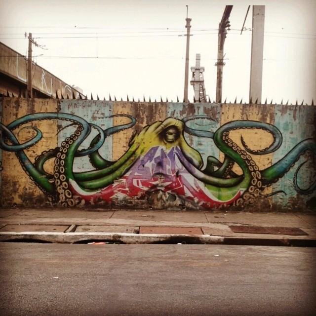 #coolsampa #vimural #ilovesaopaulo #streetart #graffiti #igerssaopaulo #instagrafite #graff #streetartshots #rsa_graffiti #graffiti_magazine #amorpaulista #chiquesnourtemo #wallfilth #wallpainting #wallart #stencil #dr_tagurit #streetartsp #sampagraffiti #DSB_Graff #DopeShotBro