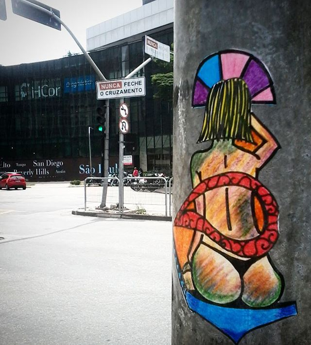 "Da série ""Mulheres"" - #sticker #stickerstreet #stickerstreetart #stickerporn #stickerart #adesivo #streetartsp #streetart #artederua #olheosmuros #postenoposte #sexy #streetculture #arte #art #pencil #watercolor #intervencaourbana #urbanarts #arteurbano #arteurbana #reolif"