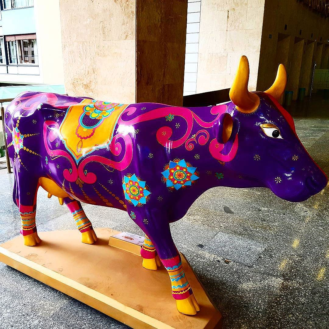 "A homage to... New Delhi (India). By Márcia Aftimus. Artwork: ""Holy Cow""... Cásper Líbero. Paulista Avenue, São Paulo.  #saopaulo, #avenidapaulista , #cowparade , #cowparade2017 , #cowparadeSPBrasil, #artwork , #streetart, #streetartsp, #cowparadebrasil, #casperlibero"