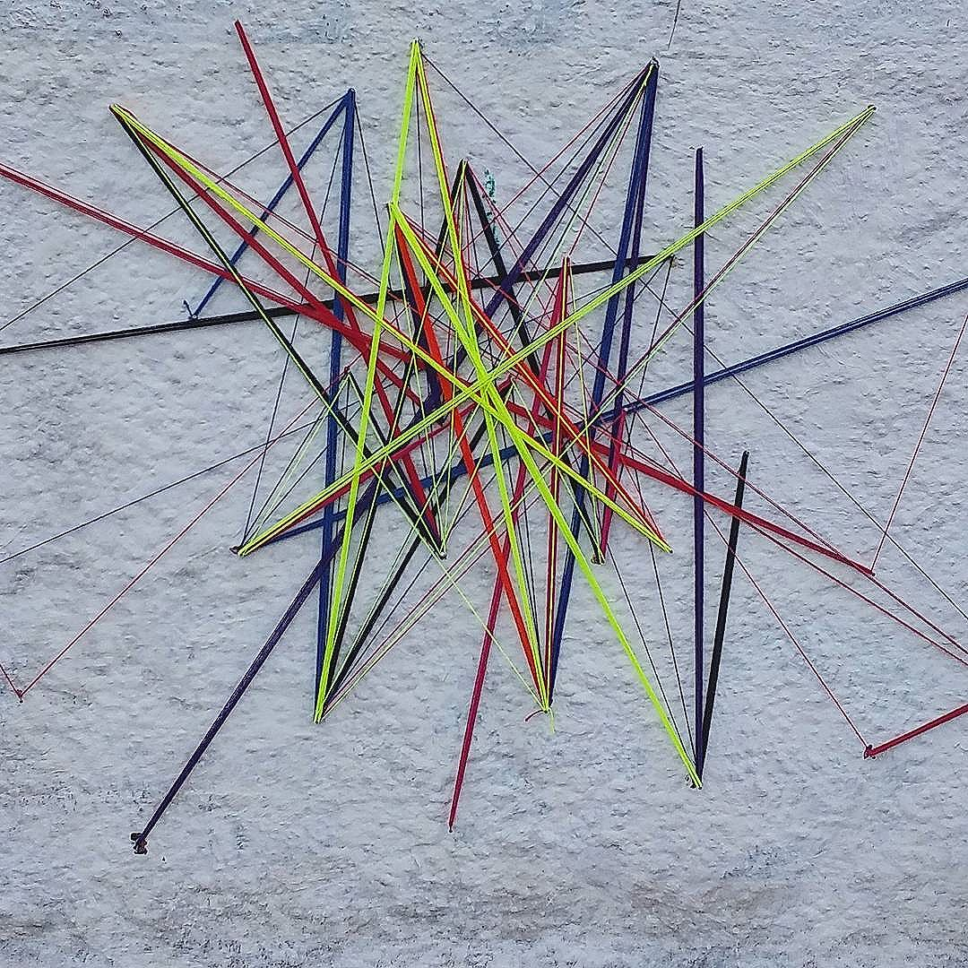Título da obra: CONEXÃO CONCENTRADA.  #teiaurbana #teia #streetart #artbasel #intervention #intervencaourbana #contemporaneo #streetartnews #streetartglobe #intervencao #urban #abstract #abstrato #linhas #barbante #colorido #color #arteurbana #artederua #instaartexplorer #art #arte #streetartsp #street #designer #design #arquitetura #urbanismo #saopaulo #brasil