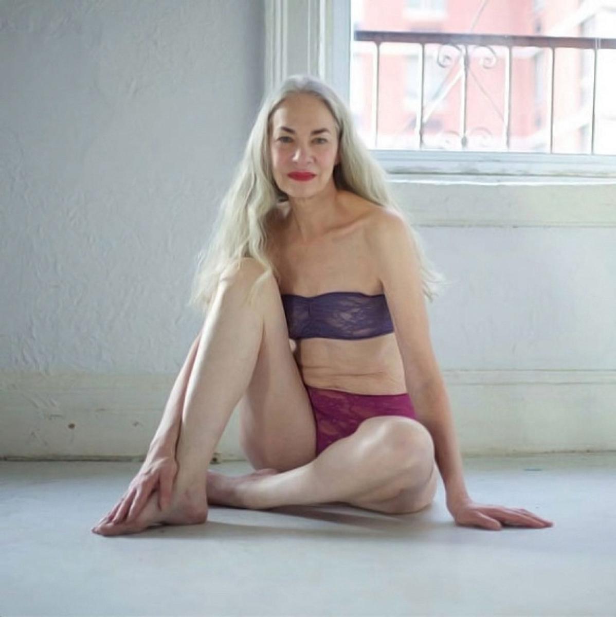 Pornstar Nicole Ray strips off retro clothes to model nude in granny boots № 527523  скачать