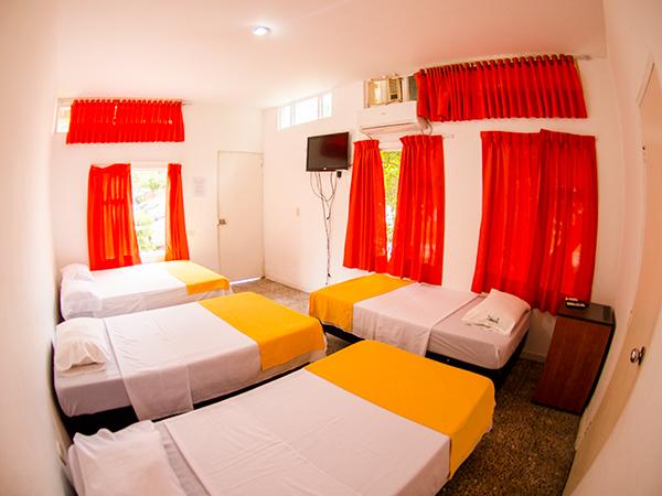 Habitaci n est ndar quintuple en hotel casa de campo pe alisa for Habitacion quintuple