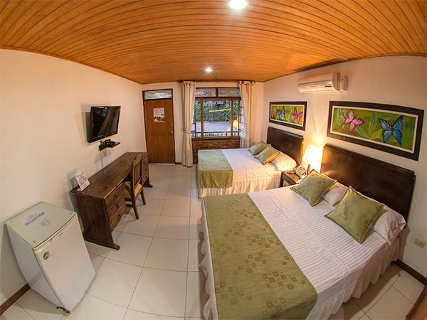 Habitaci n est ndar qu ntuple in hotel ms campestre la potra for Habitacion quintuple