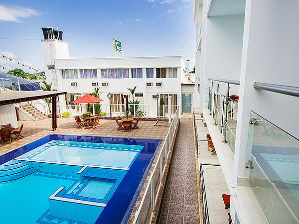 Hotel aeropuerto en san jos del guaviare for Piscinas amaya