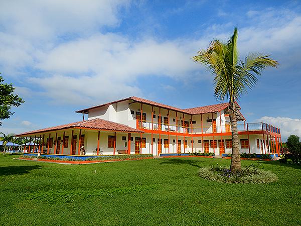Finca hotel la rivera en el eje cafetero turismo quind o for Chalets en la finca