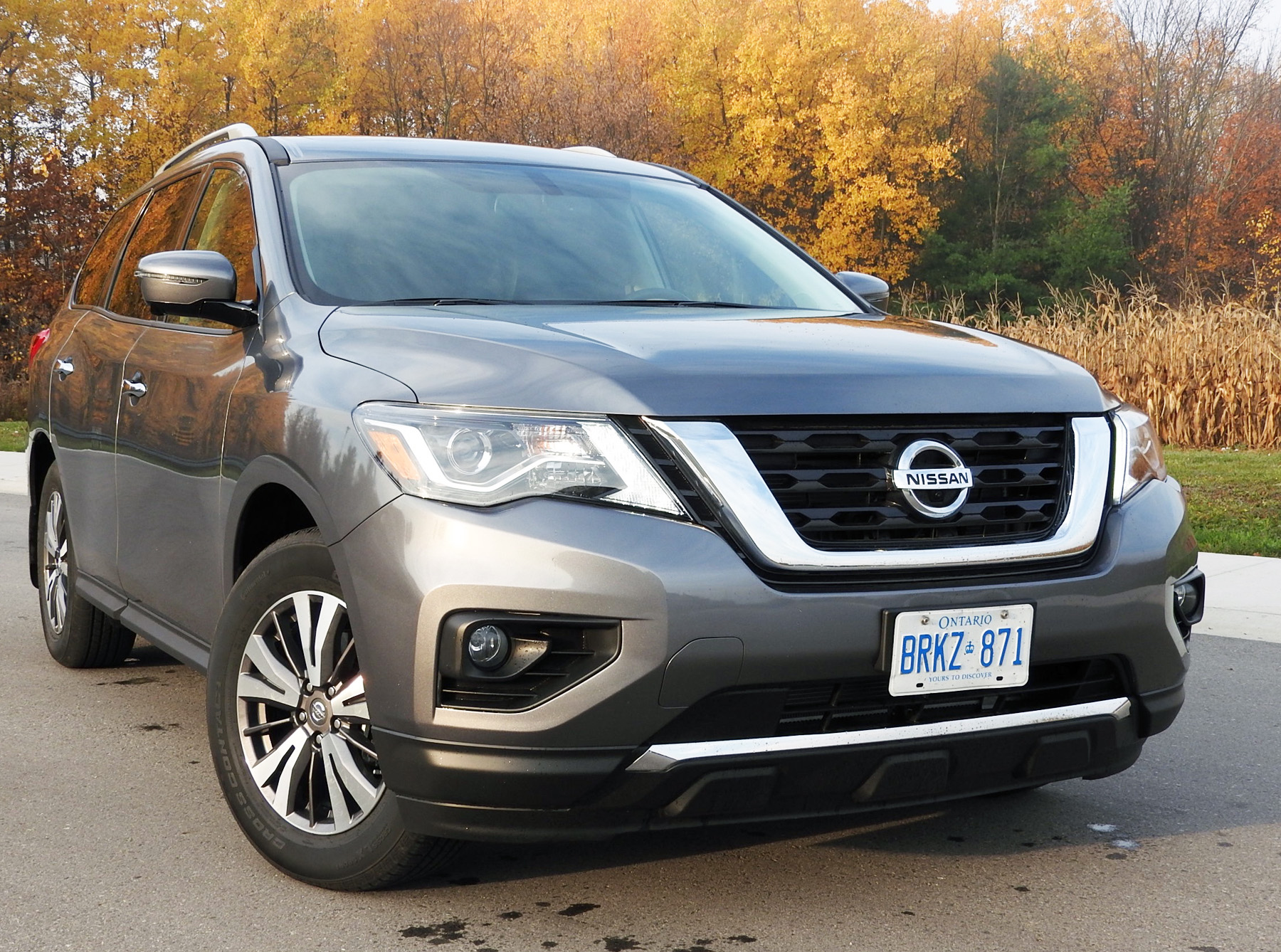 nissan pathfinder a right sized family suv. Black Bedroom Furniture Sets. Home Design Ideas