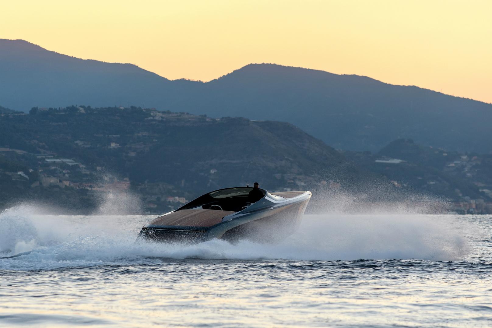 Aston Martin AM37S powerboats