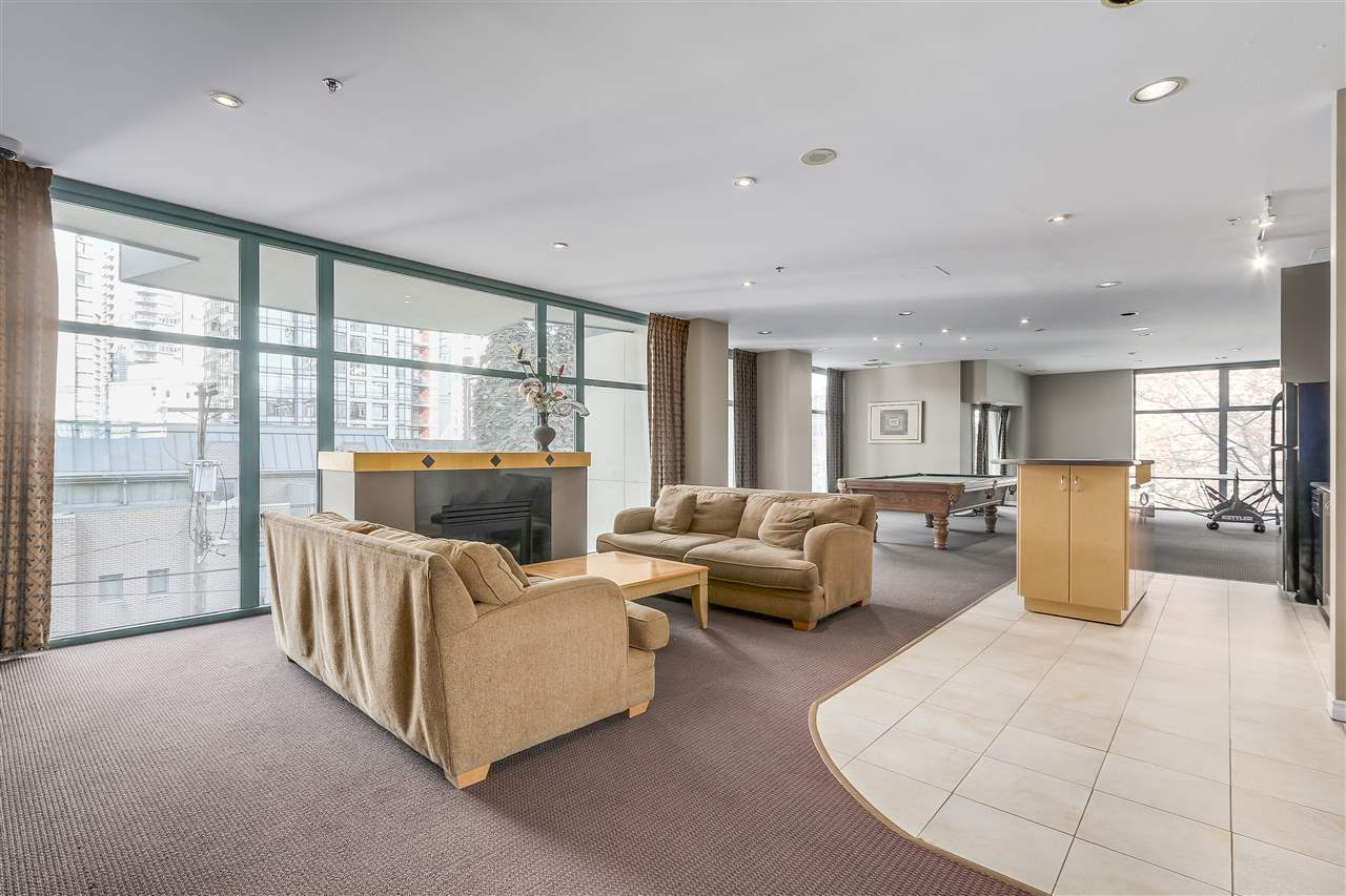 Main area 2 bedroom Condo in Coal Harbour, Downtown Vancouver