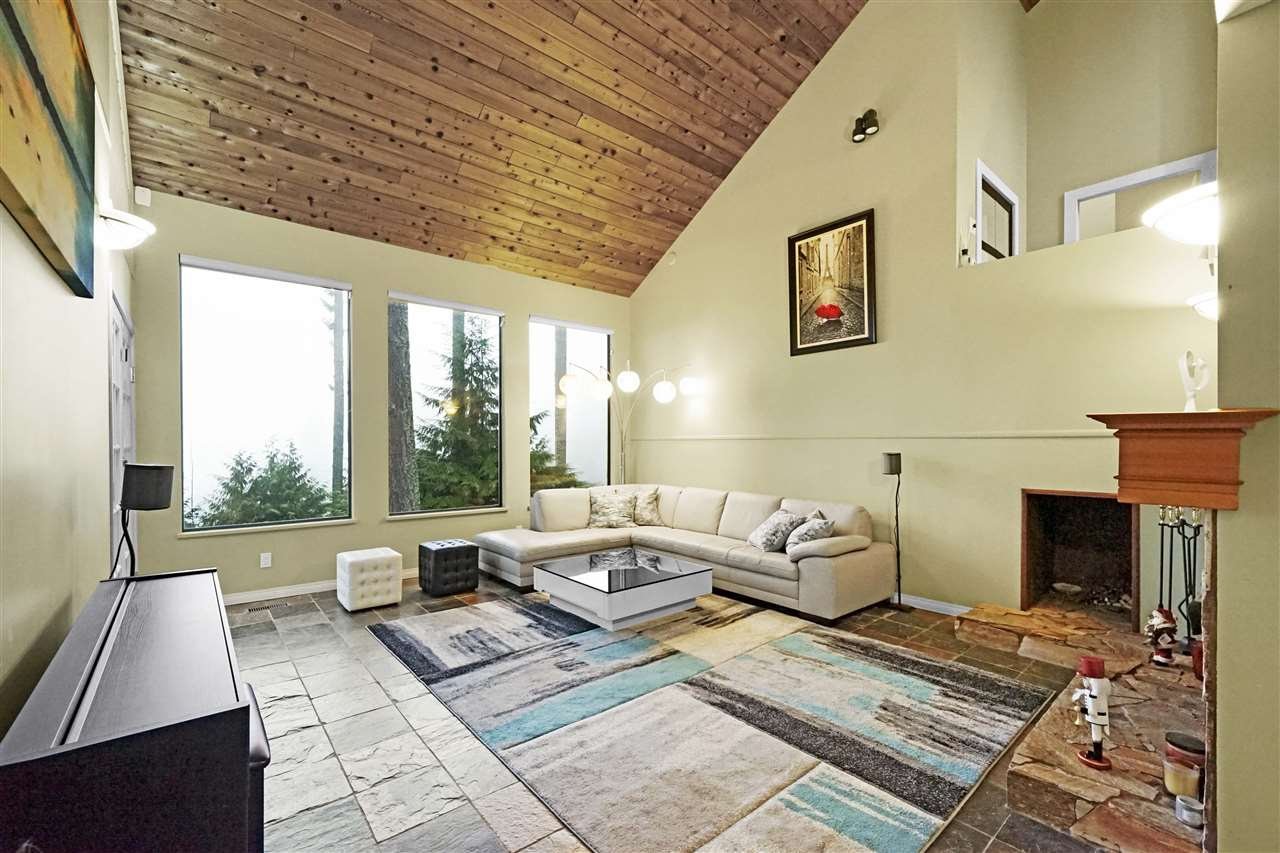 365 OCEANVIEW ROAD - MLS® # R2422720
