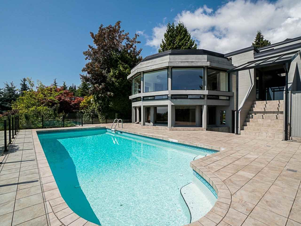 2339 WESTHILL DRIVE - MLS® # R2484469
