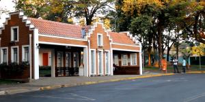 Vídeo: Em Holambra, usuários de ônibus reclamam de rodoviária