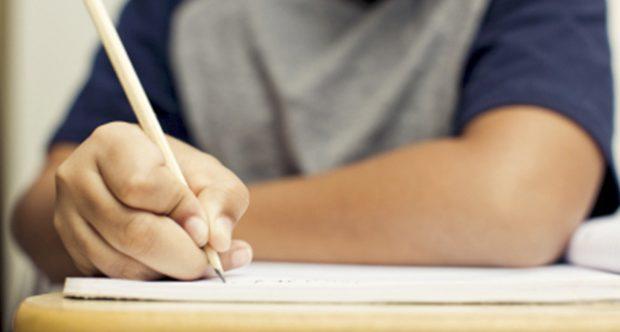 criança-escrever-escrita-alunos-escola-aulas-1488824572
