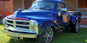 Encontro de Carros Antigos exibe mais de 60 veículos em Holambra