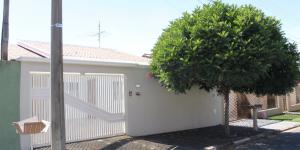 Casa em boa localização e arejada em Holambra