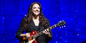 Ana Carolina apresenta grandes sucessos em show inédito