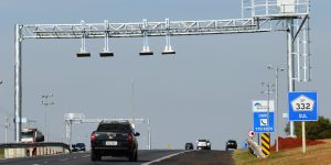 Fiscalização na Rodovia Zeferino Vaz (SP-332) aponta 64 irregularidades