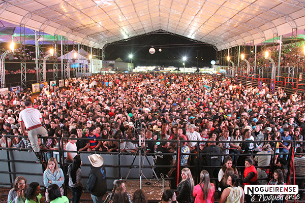 EXPO ARTUR: Confira as fotos da noite de sábado