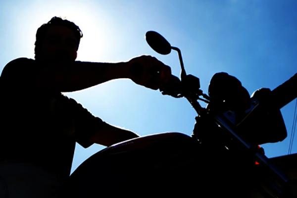 Motociclista é flagrado com documentação vencida há 13 anos em Artur Nogueira