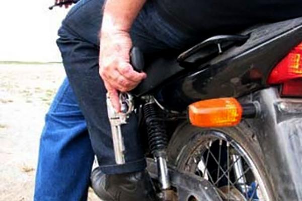 Moradora de Artur Nogueira é rendida por assaltantes armados em frente de casa