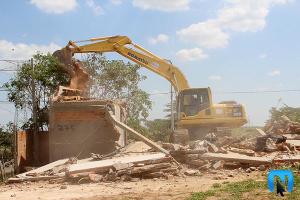Família fica desabrigada após ter casa demolida em Artur Nogueira