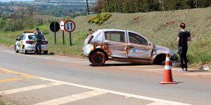 Motorista perde controle e bate sozinho em rodovia de Artur Nogueira