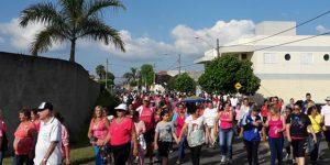 Caminhada pelo Outubro Rosa reúne 250 pessoas em Artur Nogueira