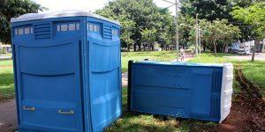 Situação de banheiros químicos gera reclamações em Artur Nogueira