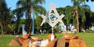 Obelisco da maçonaria já foi instalado na entrada de Artur Nogueira