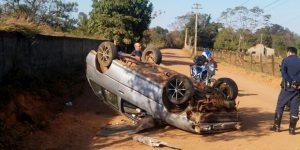 GCM localiza carro capotado em estrada de Artur Nogueira