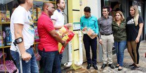 Vereadores trazem programa de alimentação a animais de rua em Artur Nogueira
