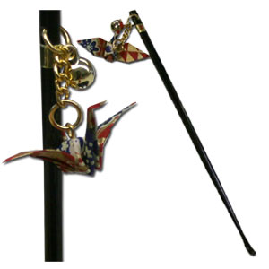 Black Lacquer Shaft Ear Cleaner with Origami Happy Bird
