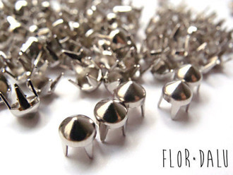 Mini Spikes Prata 5mm - 100 Unidades