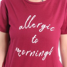 T-Shirt Vinho Allergic to Mornings