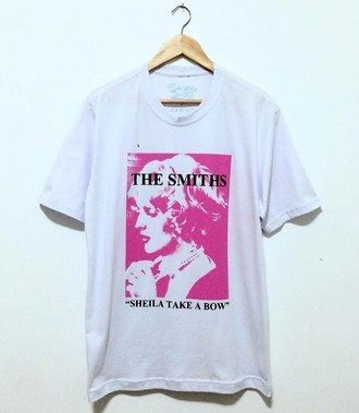 ​Camiseta ​THE SMITHS - SHEILA TAKE A BOW (COR BRANCA)