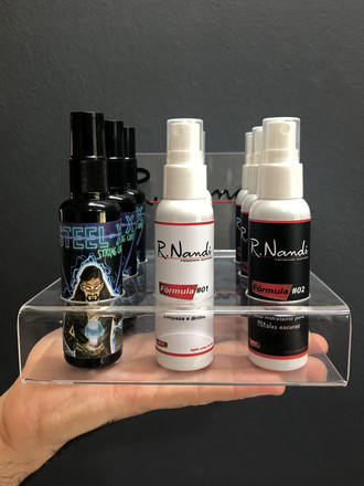 Display com produtos guitar care R.Nandi Premium Guitars