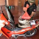 Efectivos policiales detienen a dos sujetos que trasladaban 10 kilos de ácido sulfúrico en una motocicleta