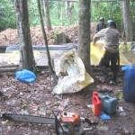 Policía antidrogas encuentra otro laboratorio del narcotráfico entre cultivos de coca ilegal