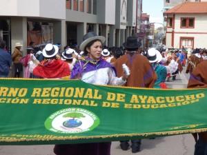 Pasacalle de danzantes deslumbró calles de Puno