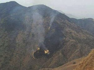 Pakistán: Avión se estrella y mueren las 48 personas a bordo