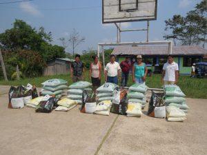 Entregan paquetes de fertilización a productores de cacao en Irazola
