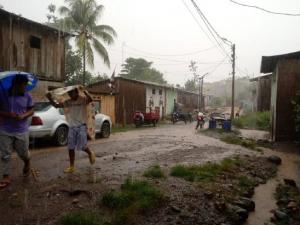 Limpieza de viviendas afectadas por lluvias en Ayacucho
